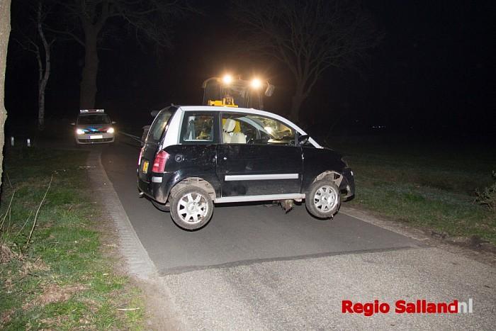 Brommobiel op zijkant na eenzijdig ongeval Luttenberg - Foto: Pim Haarsma