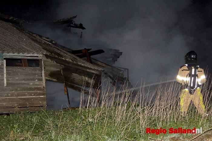 Getuigen gezocht: Schuurbrand in uiterwaarden bij Olst - Foto: Pim Haarsma