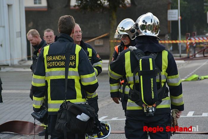 Grote brand in veevoederbedrijf in Luttenberg - Foto: Jasper Hutten