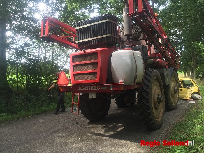 Gewonde na botsing tegen tractor in Raalte - Foto: Nick Jonkman