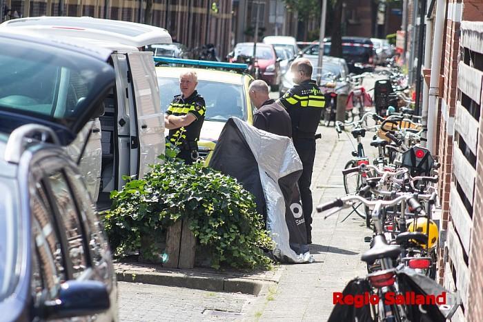 Man dood aangetroffen in woning in Zwolle - Foto: Pim Haarsma