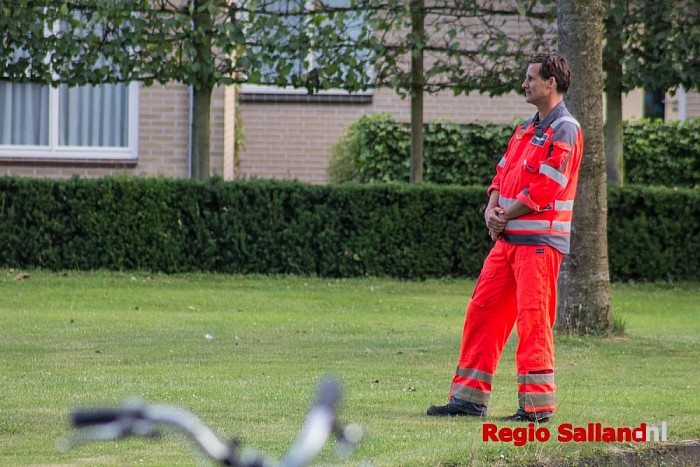 Traumaheli landt in woonwijk in Raalte - Foto: Pim Haarsma