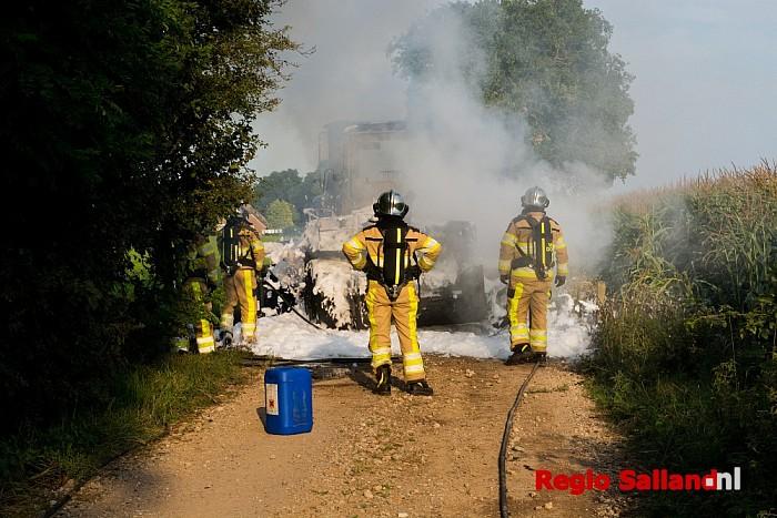 Video: Landbouwvoertuig brandt uit in Wesepe - Foto: Jasper Hutten