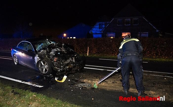 Auto zwaar beschadigd na ongeval in Heeten - Foto: Jasper Hutten