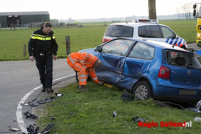 Auto's botsen op kruising in Dalmsholthe - Foto: Jasper Hutten