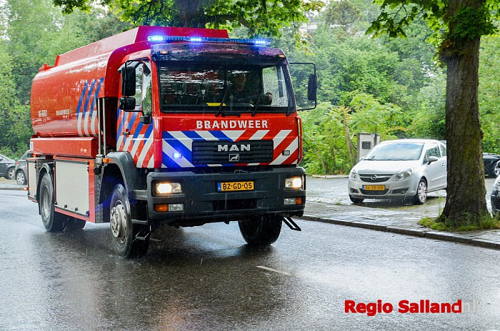 Brand in oud pand Isala aan de Wezeland in Zwolle. - Foto: Jasper Hutten