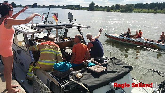 Groot alarm voor brandmelding op Duitse boot bij Wijhe - Foto: Pim Haarsma
