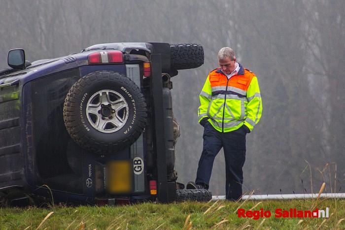 Auto op de kant langs A1 bij Enter (video) - Foto: Pim Haarsma