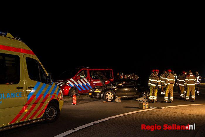 Twee auto's in botsing voor rotonde N337 bij Olst - Foto: Jasper Hutten