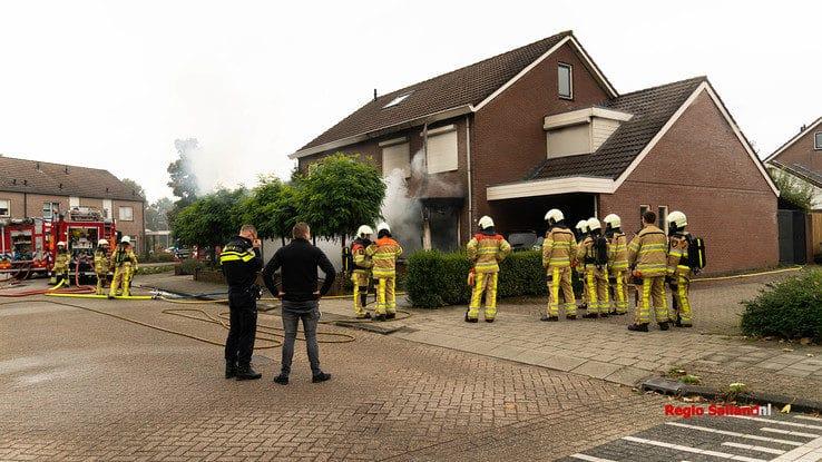 Veel schade bij woningbrand in Raalte - Foto: Jasper Hutten