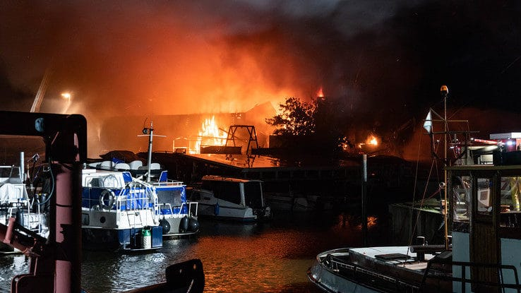 Grote brand in loods in Hasselt