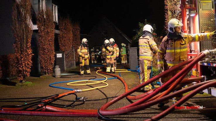 Woning onbewoonbaar na brand in Luttenberg - Foto: Jasper Hutten