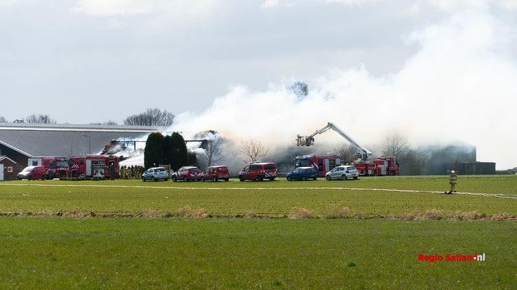 Grote brand bij boerderij in Wesepe - Foto: Jasper Hutten