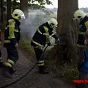 Brand in boom bij Schaarshoek in Heino