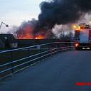 Grote brand bij caravanstalling in Zwolle