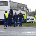 Bromfietser gewond na botsing met volle touringcar