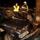 Man zwaar gewond na botsing tegen boom in Heino