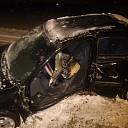 Vrouw (18) gewond na auto tegen boom in Lemelerveld