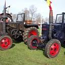 Klassieke tractoren in actie op hindernisbaan Raalte