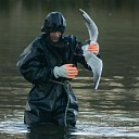 Vogel vast in visdraad boven vijver Drostenkamp Raalte