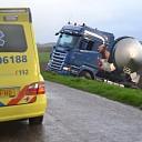 Vrachtwagen raakt van dijk aan de Marledijk in Marle