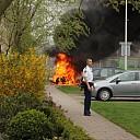 Auto brandt volledig uit op de Schoolstraat in Raalte