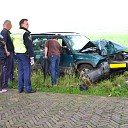 Auto knalt tegen boom op de Lierderholthuisweg in Wijhe