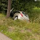Auto in de sloot na onwelwording op N348 bij Wesepe