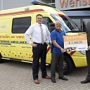 Donatie aan Twentsewens Ambulance voor Kinderambu