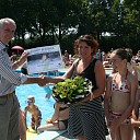 Ingrid Kerkdijk 25.000e bezoeker zwembad De Tippe