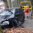 Auto tegen boom na onwel worden bestuurder in Heino