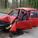 Auto total loss na aanrijding tegen boom in Schalkhaar
