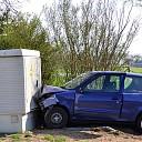 Auto botst tegen transformatorhuis Diepenveen