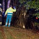Auto op de zijkant in de berm na ongeval N35 bij Heino