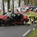 Auto tegen boom na mislukte inhaalmanoeuvre in Dalfsen
