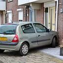 Auto botst tegen huis aan de IJsselkade in Deventer