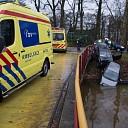Auto te water na voorrangsfout in Lemelerveld