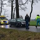 Automobiliste botst tegen boom in Heeten