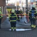 Brandstof lekt uit benzinepomp aan de Weerd in Heino