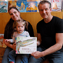 Djill Nijland en Luna Boerman  winnen prentenboek ´Krrr…okodil'.