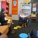 Zingen, springen en luisteren in de bibliotheek