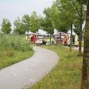 Auto botst tegen boom op de Overkampsweg in Raalte