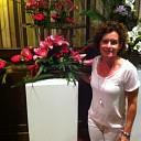 Ineke Pierik wint 2e bloemsierkunstwedstrijd, bij lelieshow Lemelerveld