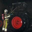 Tractor brandt uit aan de Vilstersedijk in Lemelerveld