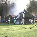 Brandweer blust brand in schuur in Heeten
