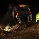 Auto op z'n kop na eenzijdig ongeval bij Heeten